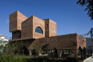 Ngôi nhà Đà Nẵng ấn tượng với kiến trúc như thành cổ