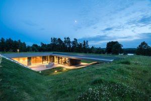 Tận hưởng cảnh đồng quê Ba Lan bình dị với ngôi nhà mái phủ xanh
