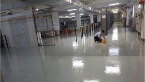 Vì sao nên thêm lớp phủ bóng để hoàn thiện sơn sàn epoxy?