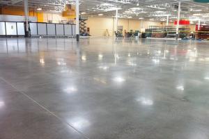 Nên đánh bóng sàn hay thi công sơn epoxy cho nền bê tông?